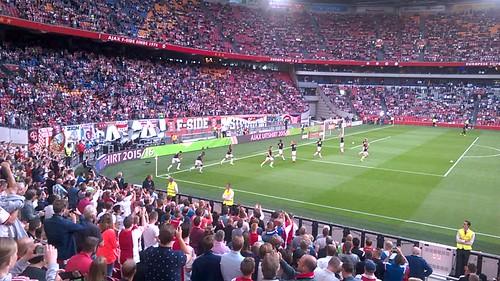 Los jugadores del Ajax acaban su entrenamiento