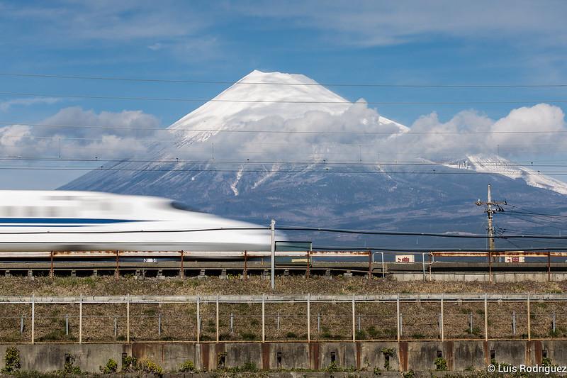 Monte Fuji y shinkansen a toda velocidad