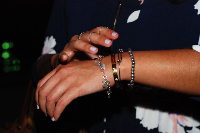6-dynamite_robe_chemise_fleurie_fermeture_eclair_bracelets