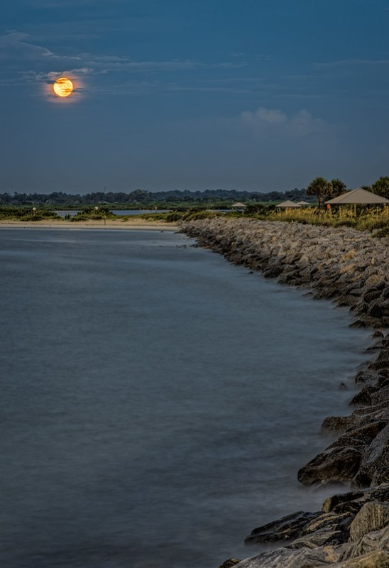 Blue Moon decends