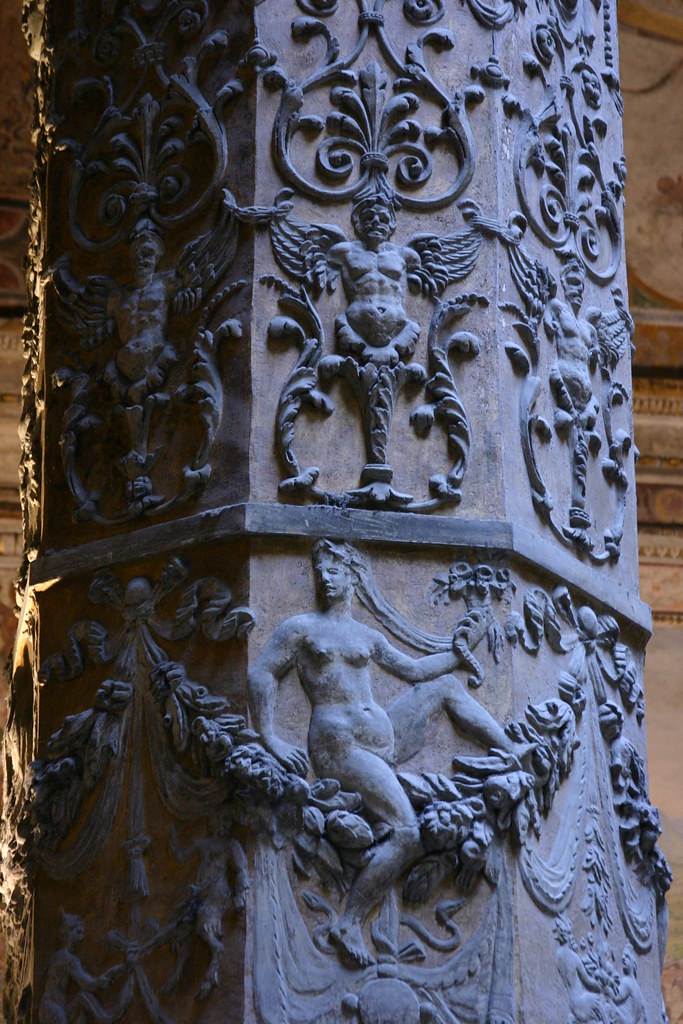 Column in the courtyard at Palazzo Vecchio