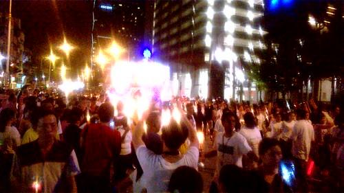 Procesión budista cerca de KL Sentral en Kuala Lumpur