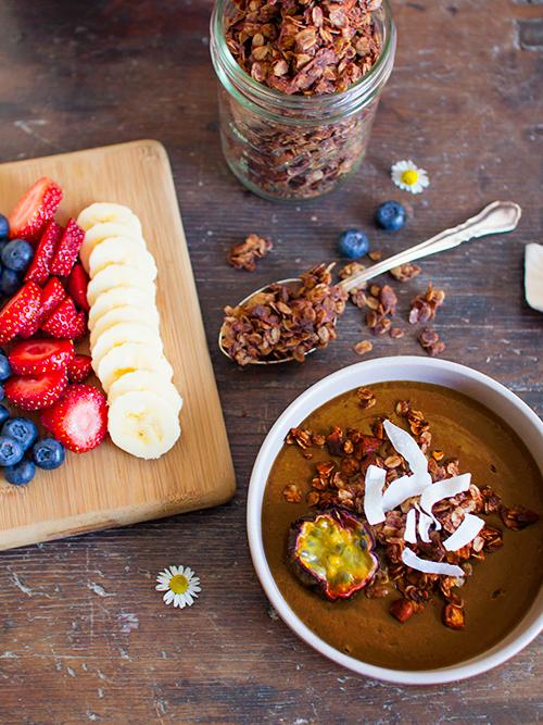 cacao & coconut smoothie bowl | spicyicecream
