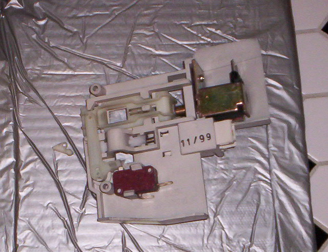 Door Latch Assembly superceded for a Frigidaire  Kenmor