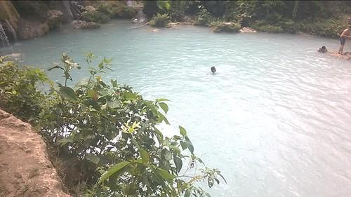Las cascadas de Cambugahay y chama saltando al agua