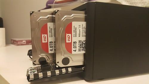 ใช้ WD Red 4TB สองลูกครับ มั่นใจในเรื่องความอึดและประสิทธิภาพแน่ๆ