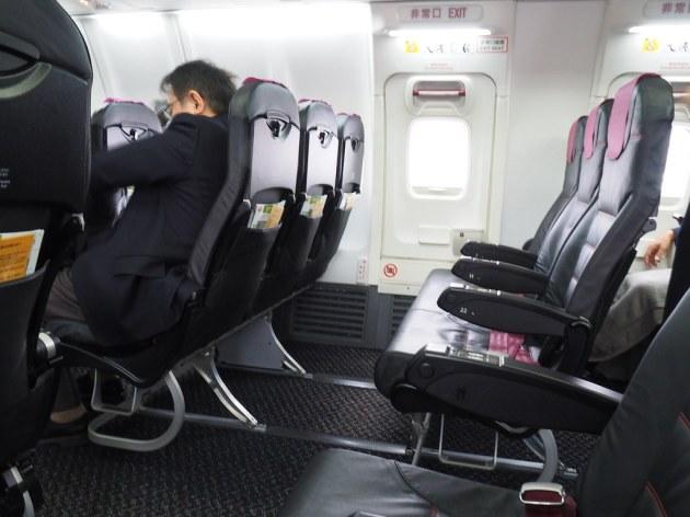 JAL433便松山の非常口席