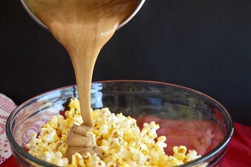pouring the butterscotch caramel