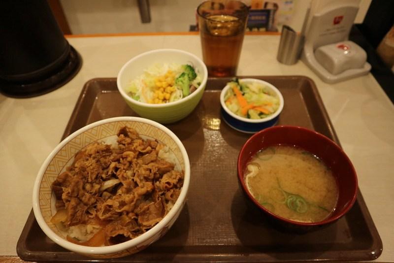 Dónde comer y gastronomía en Kioto (Japón) - Restaurante de gyudon Sukiya.