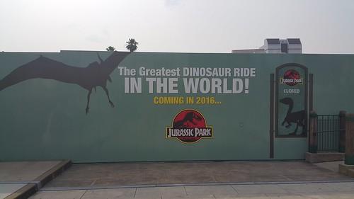 Jurassic World รอเปิดปีหน้า