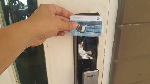 ใช้บัตร MRT เปิดประตูก็ได้ (ต้องลงทะเบียนก่อน)