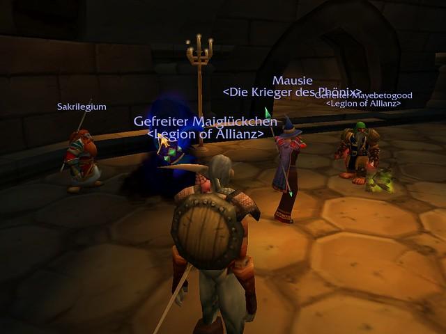 Bunte Truppe im Kloster