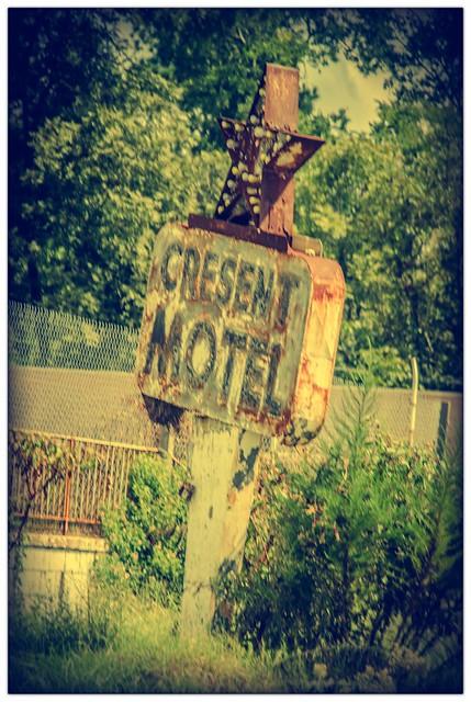Crescent Motel Retro 1