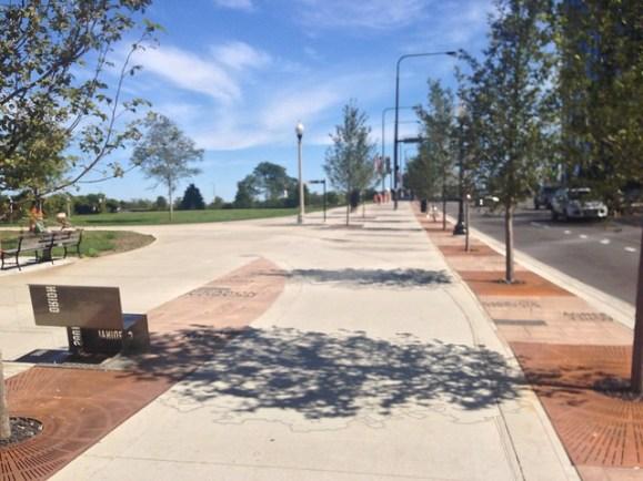 Sidewalk-level bike path along Roosevelt Road at Grant Park