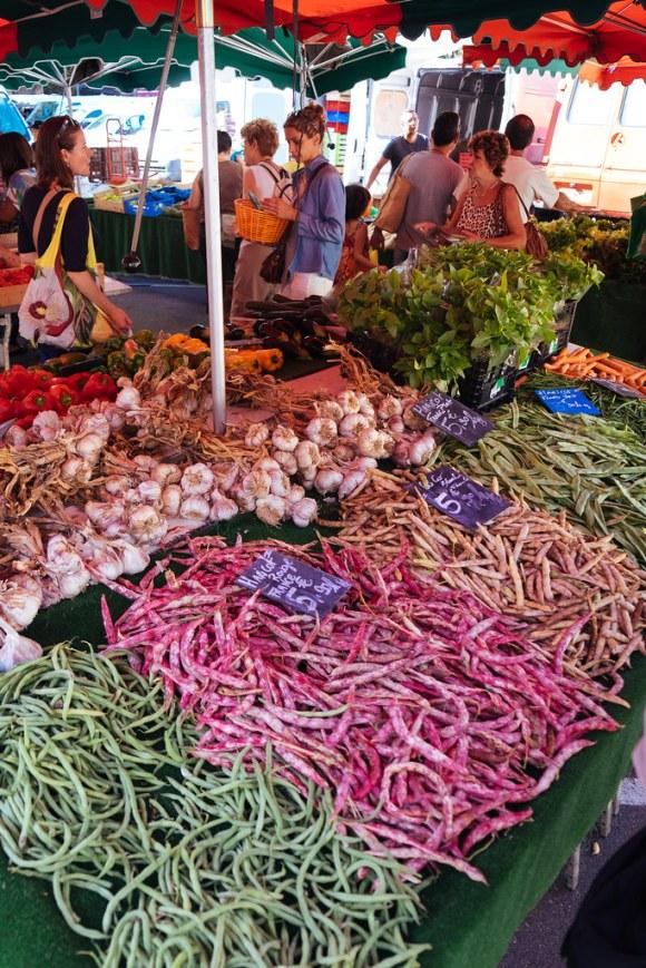 Naar de markt in de Luberon: peulvruchten op de markt van Coustellet