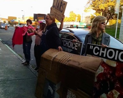 Planned Parenthood supporters' counter protest grows