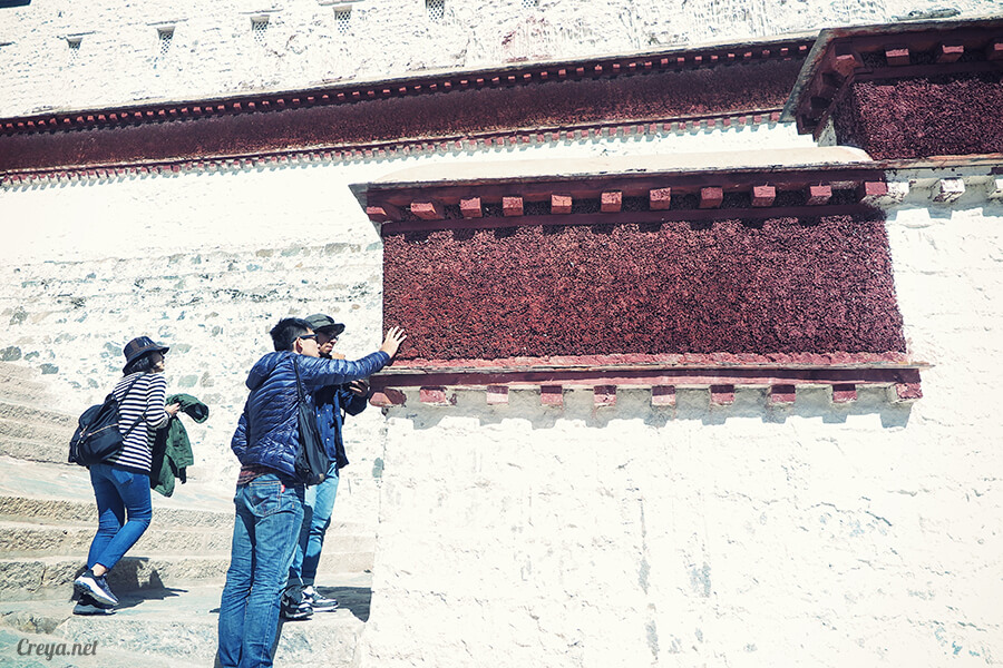 2015.12.04  Tibet 西藏踢北去   藏人的精神殿堂布達拉宮,但或許不只我們高山反應沒精神…10.jpg
