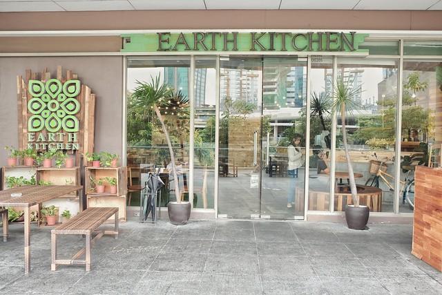Outside Earth Kitchen BGC