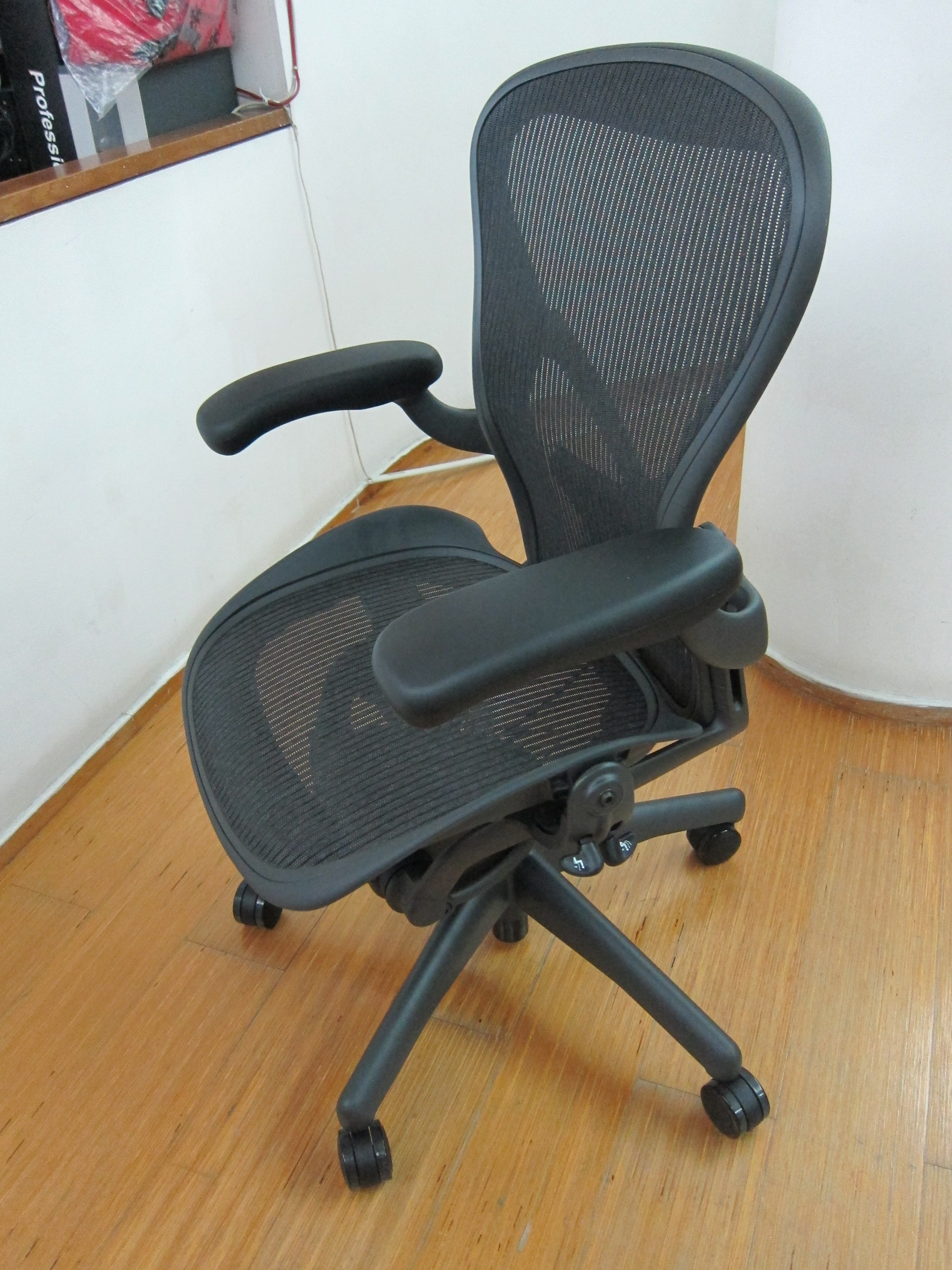 aeron chair herman miller manual mid century lounge chairs  blog lesterchan