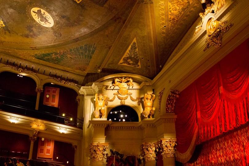 philadelphia-opera-academy-music-gold-men-statues