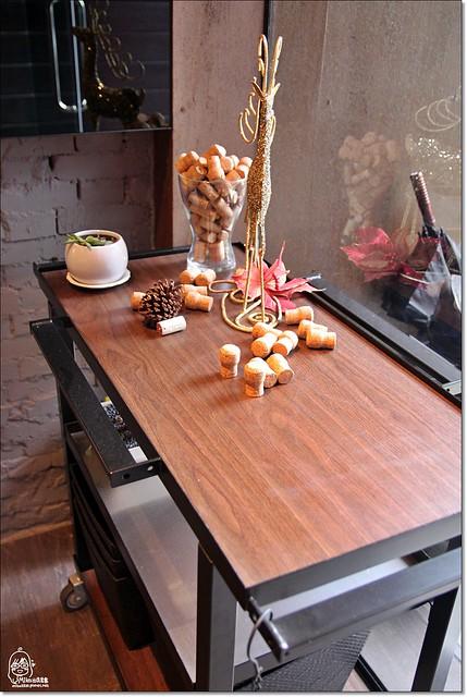20782029315 ca458642ba z - 『熱血採訪』南屯區威尼斯歐法料理-低調奢華,隱身在住宅區內的巷弄平價歐法料理,西班牙伊比利豬八分熟粉嫩鮮甜多汁。(已歇業)