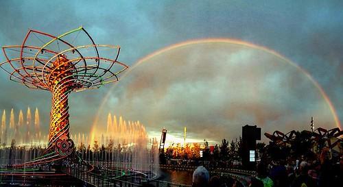 Dopo la tempesta c è sempre l'arcobaleno?? #expo2015 #milan #milanbynight #alberodellavita