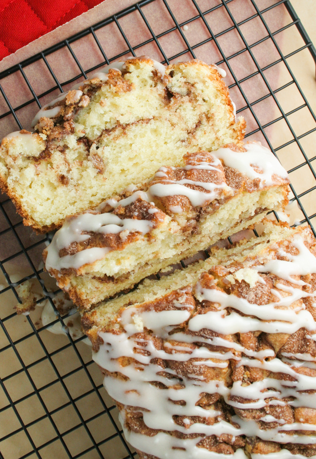 cinnamon roll cake [ inthiskitchen.com ]