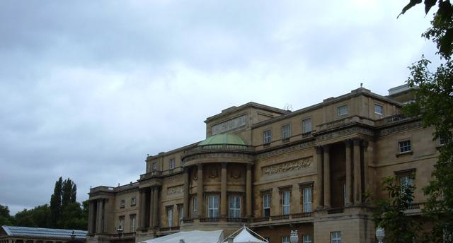 buckingham-palace-parte-trasera-640