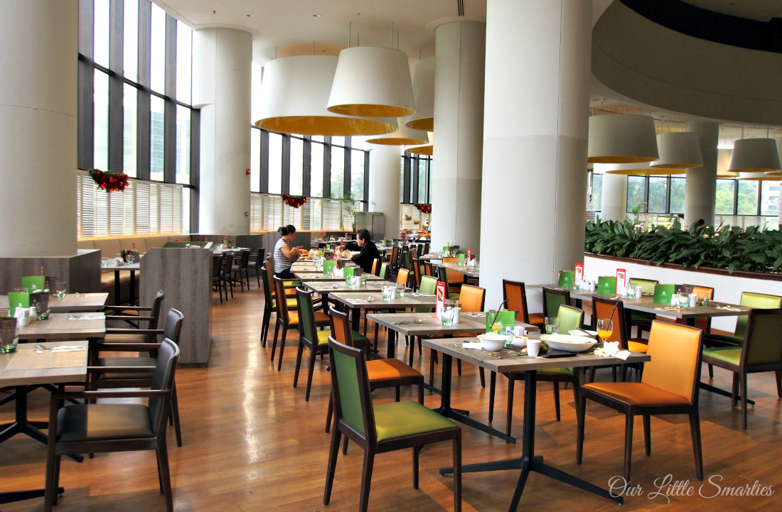 Festive Buffet at Atrium Restaurant. Holiday Inn Singapore Atrium