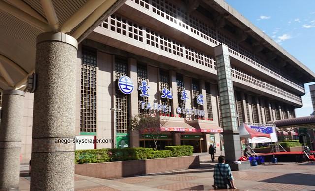 台北駅・・・くさい