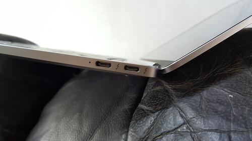 พอร์ต USB-C 2 พอร์ตที่มีมาให้