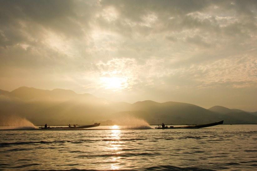Solopgang på Inlesøen, Burma