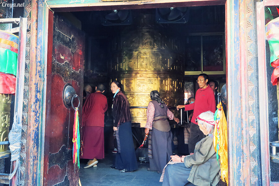 2015.12.09   Tibet 西藏踢北去   尋找藏人真正的拉薩中心,被信仰力量震撼的大昭寺與舊城區 26.jpg