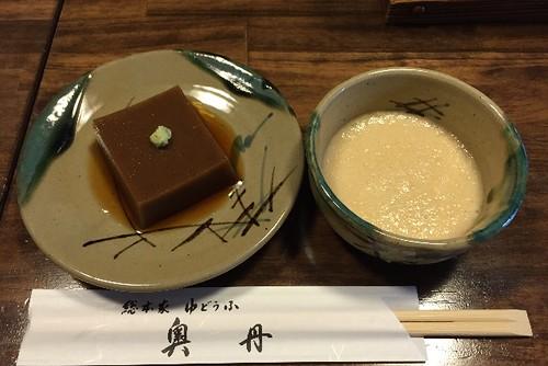 まずは、胡麻豆腐と、とろろ汁です。