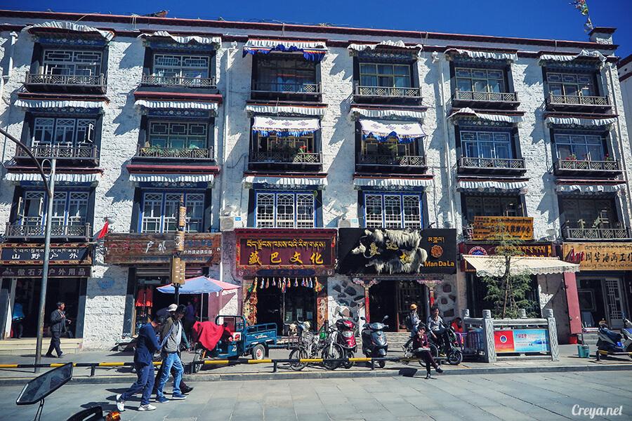 2015.12.09 | Tibet 西藏踢北去 | 尋找藏人真正的拉薩中心,被信仰力量震撼的大昭寺與舊城區 04.jpg