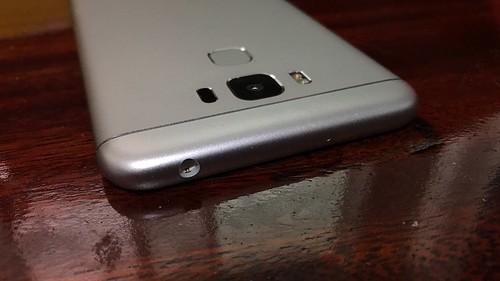 ด้านบนของ ASUS Zenfone 3 Max ZC553KL