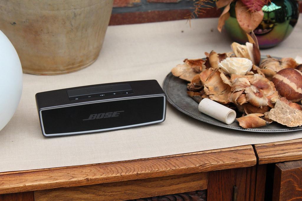 De Bose SoundLink Mini II staat garant voor uren genieten van je favoriete muziek.