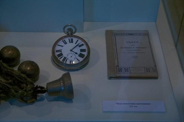 Валдай, Новгородская область, Россия, Валдайский Музей колоколов, наспинные часы ямщика