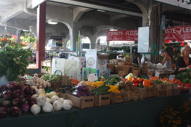 Things to do in Montreal with kids: visit its markets. In the photo:Marche Jean Talon