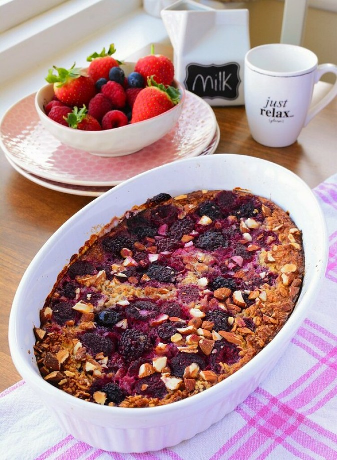 Baked Summer Fruit Oatmeal with Almonds