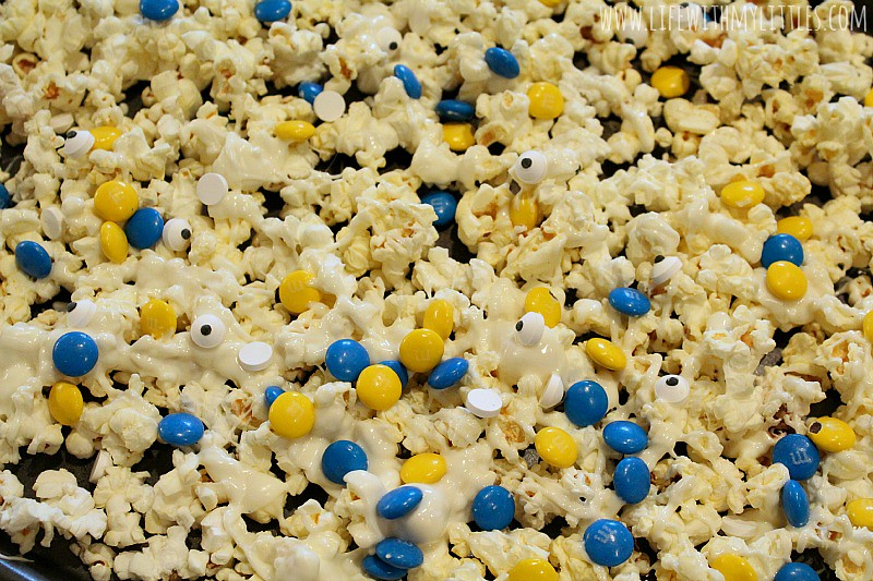 These Minions Popcorn Mix and Berry Lemonade recipes are perfect for family movie night! So easy, and so delicious!