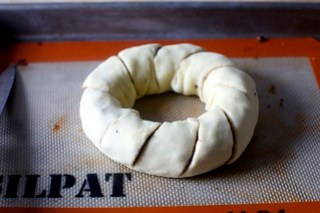 notched pull-apart rugelach wreath