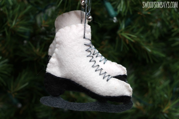 A free sewing pattern for a felt ice skate ornament, from Swoodsonsays.com
