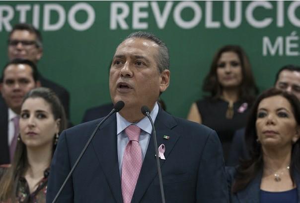Acusa Beltrones a AMLO y Anaya de usar tiempos en radio y tv