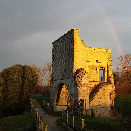 Somewhere under the rainbow ... Staat een sluistoren van goud. Een ochtendloop vol waw - momenten #fartlek #ochtendloop #weerde #sluistoren