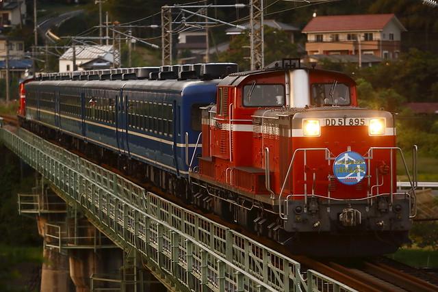 "DD51-842+PC12+DD51-895 ""Kawarayu Sta. 1st Anniversary Train"""
