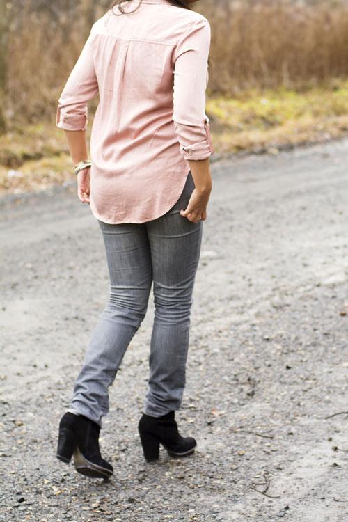 4-aeo-shirt-hm-grey-skinny-jeans-zara-black-booties