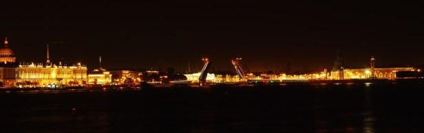 вид с Троицкого моста в сторону Дворцового моста