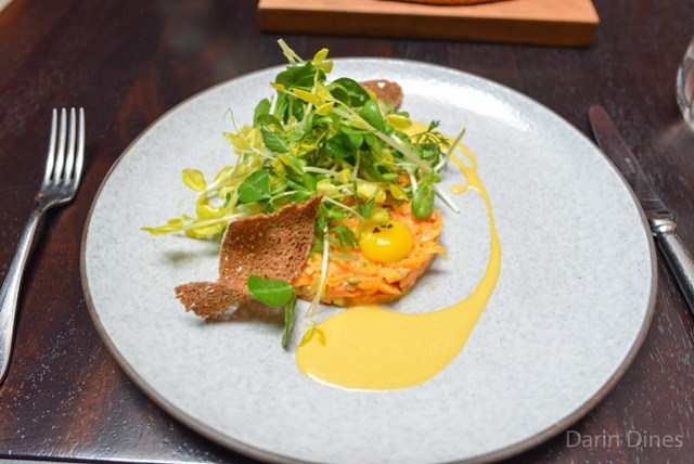 CARROT TARTARE WITH SPROUTS & RYE