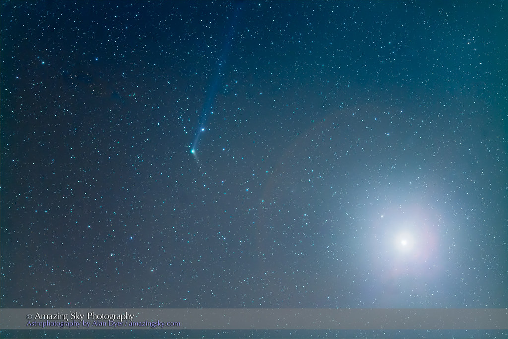 Comet Catalina near Venus (Dec 9, 2015)